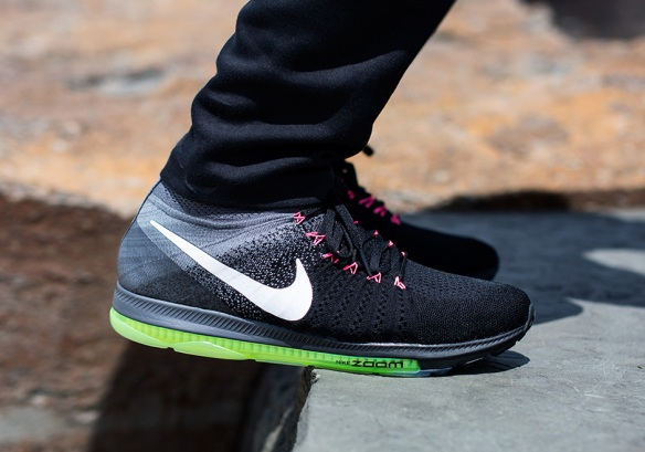 nike-zoom-all-out-flyknit-black-neon-pink-2